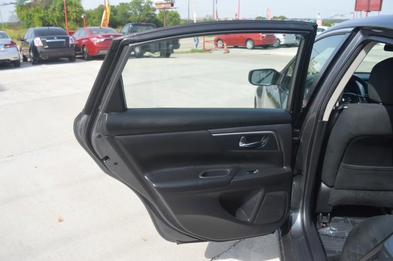 Nissan Altima 2015 price $9,950