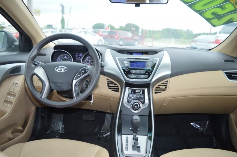 Hyundai Elantra 2013 price $8,899