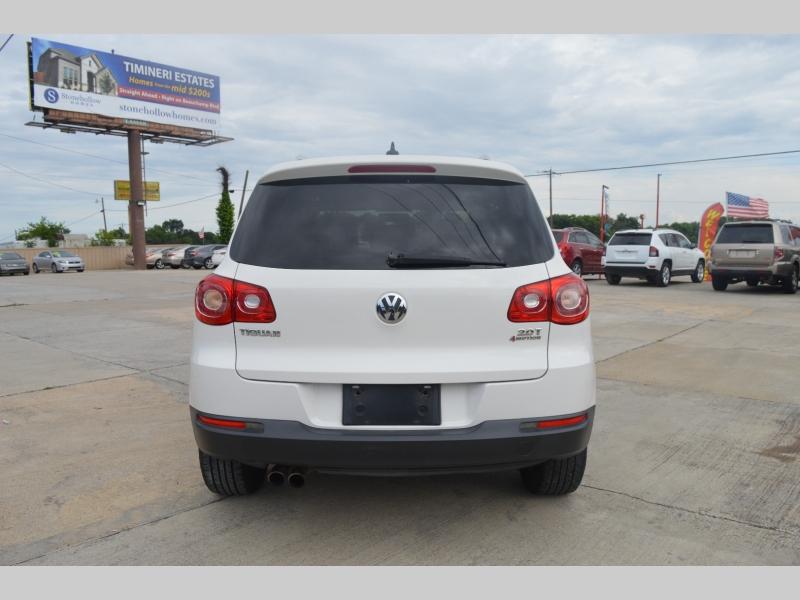 Volkswagen Tiguan 2009 price $8,988