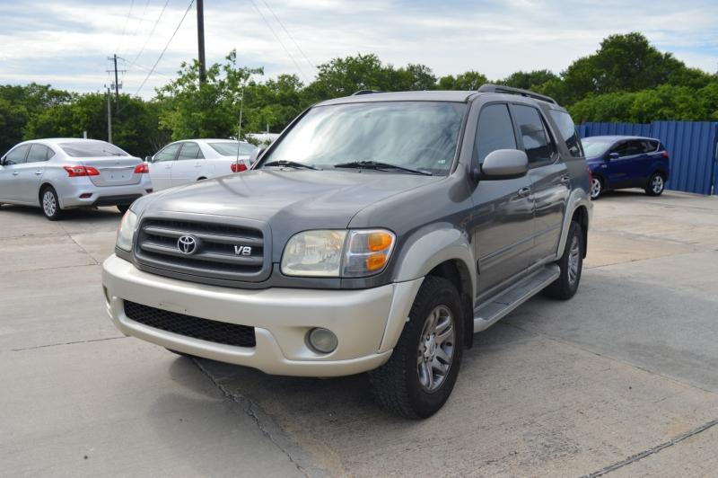 Toyota Sequoia 2004 price $4,688