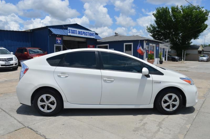 Toyota Prius 2013 price $9,500