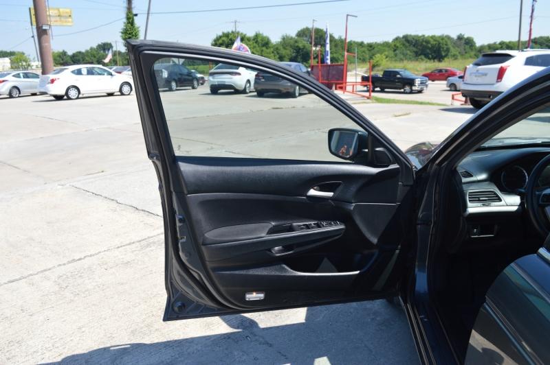 Honda Accord 2012 price $9,988