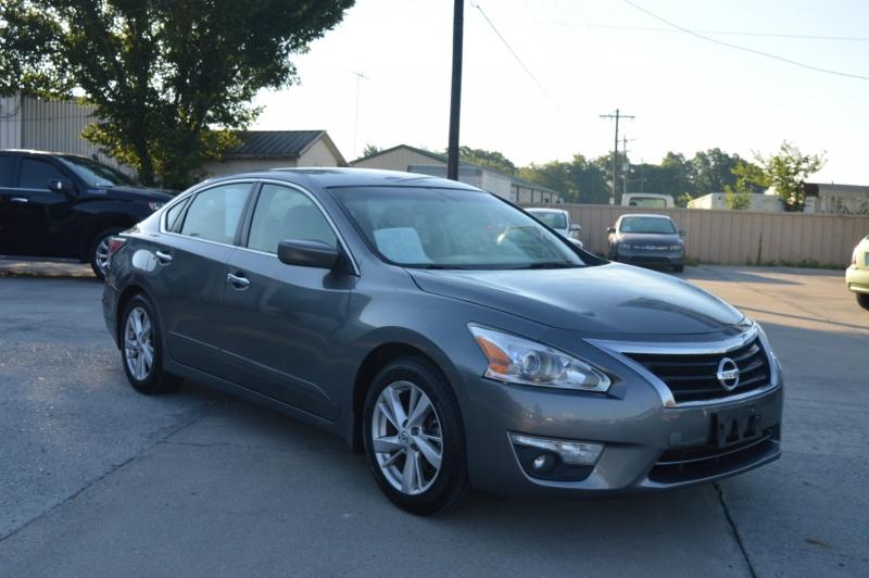 Nissan Altima 2015 price $13,950