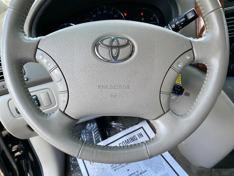 Toyota Sienna 2009 price $9,995