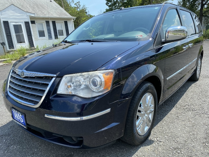 Chrysler Town & Country 2010 price $8,724
