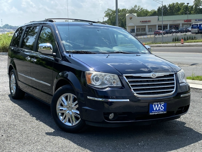 Chrysler Town & Country 2010 price $9,195