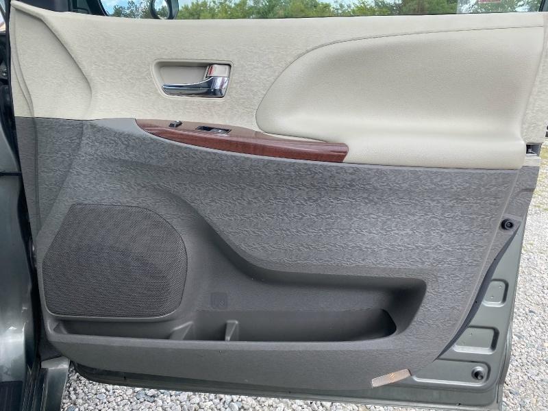 Toyota Sienna 2012 price $12,995