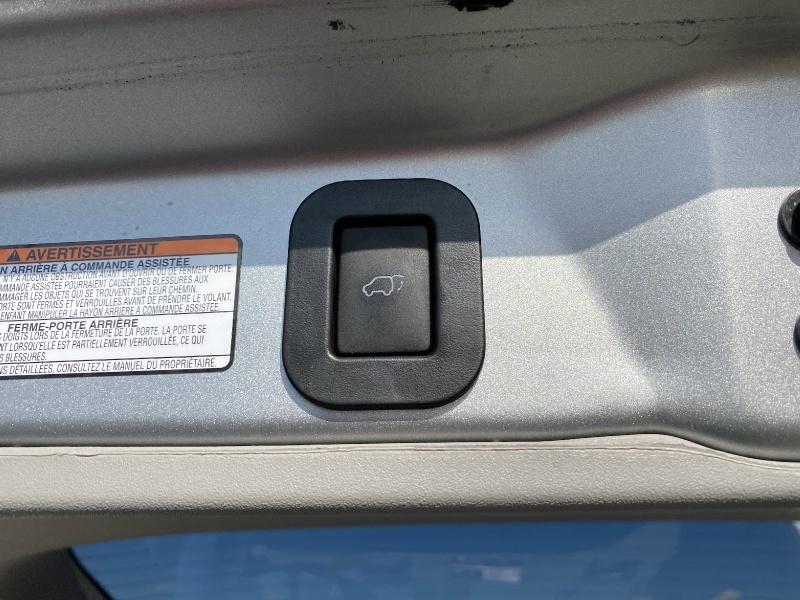 Toyota Sienna 2019 price $25,595