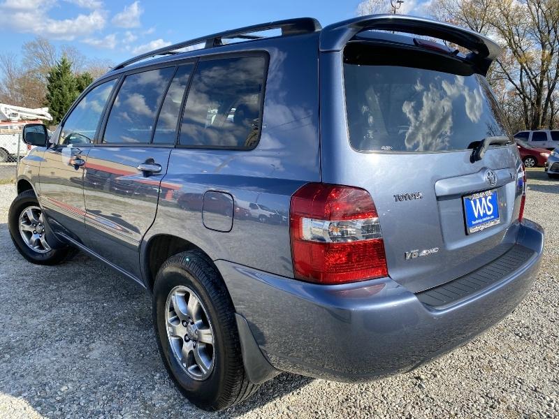 Toyota Highlander 2005 price $7,895