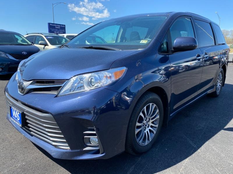 Toyota Sienna 2019 price $28,995