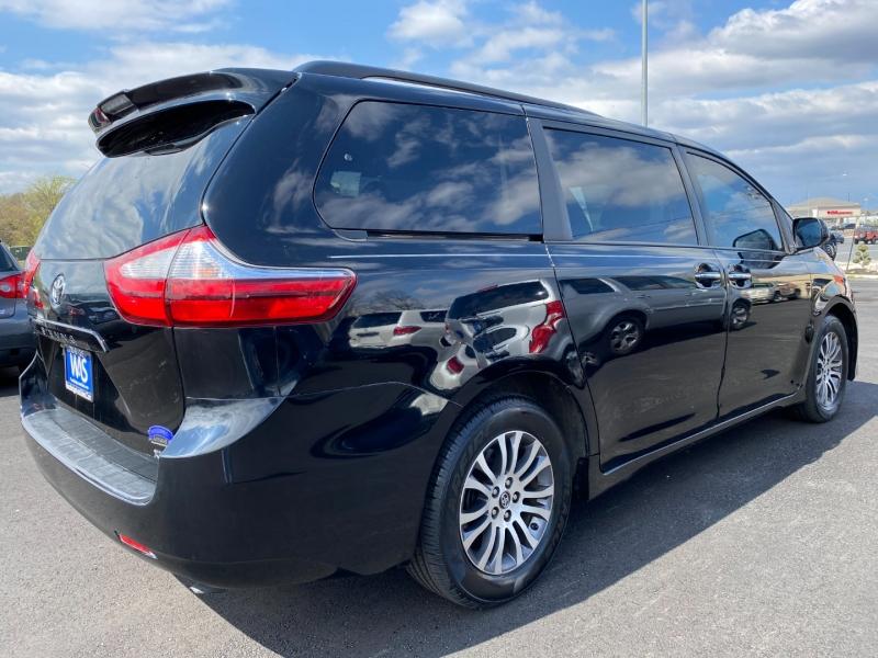 Toyota Sienna 2019 price $26,995
