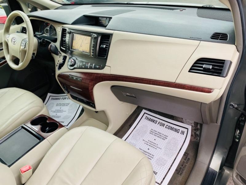 Toyota Sienna 2011 price $14,995