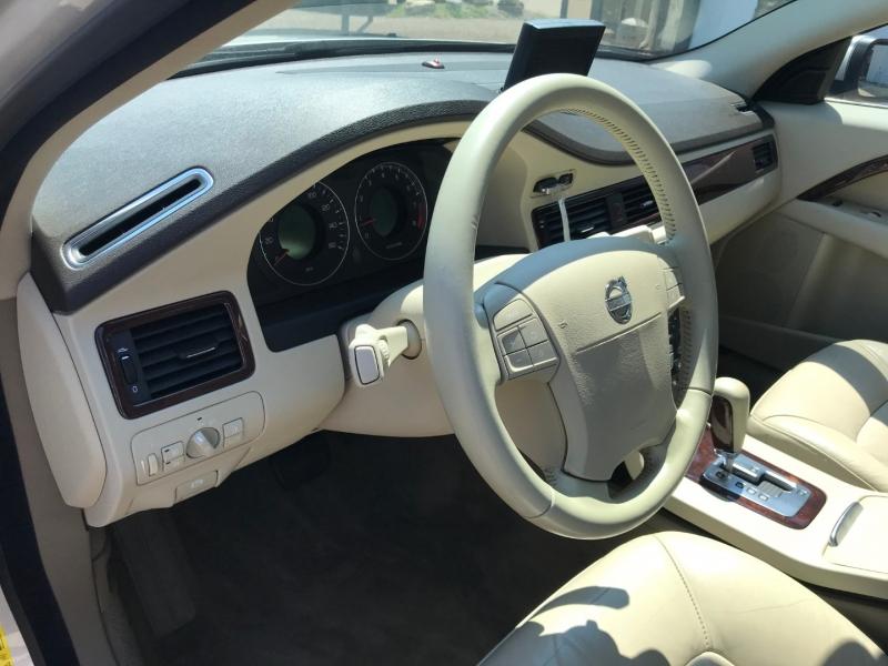 Volvo V70 2008 price $5,495