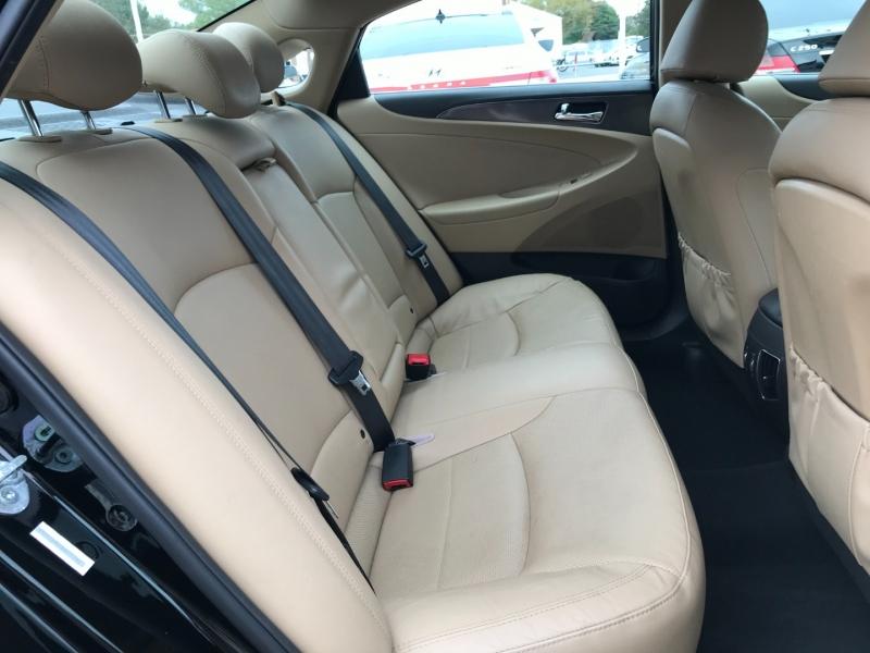 Hyundai Sonata Hybrid 2013 price $9,995