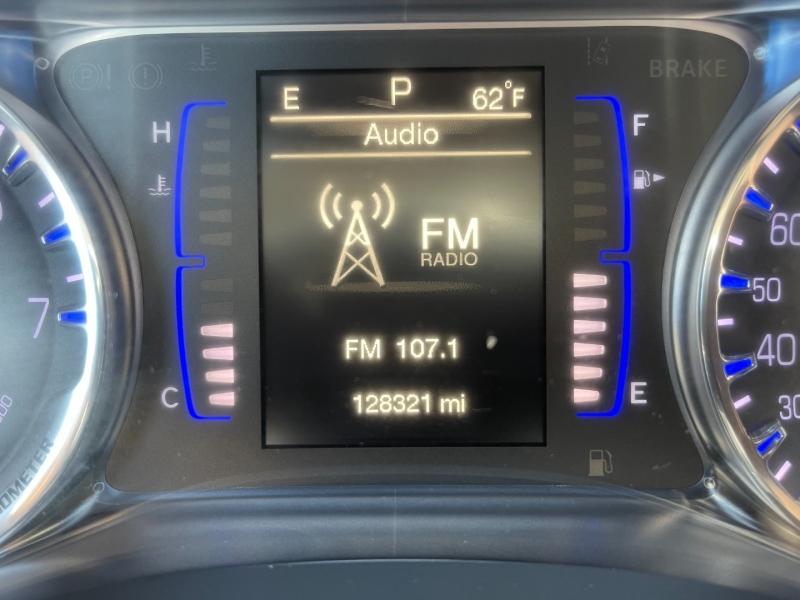 Chrysler 200 2016 price $8,995