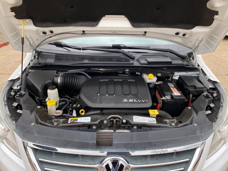 Volkswagen Routan 2014 price $9,995