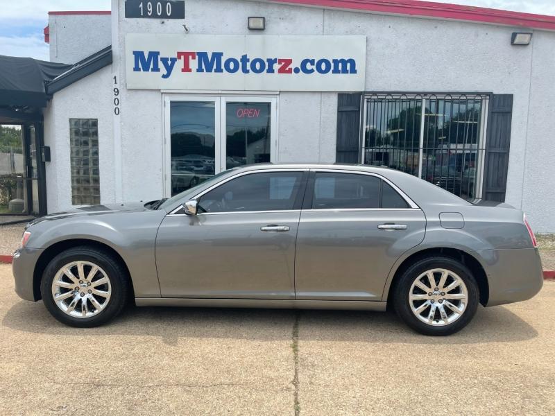 Chrysler 300 2011 price $10,395