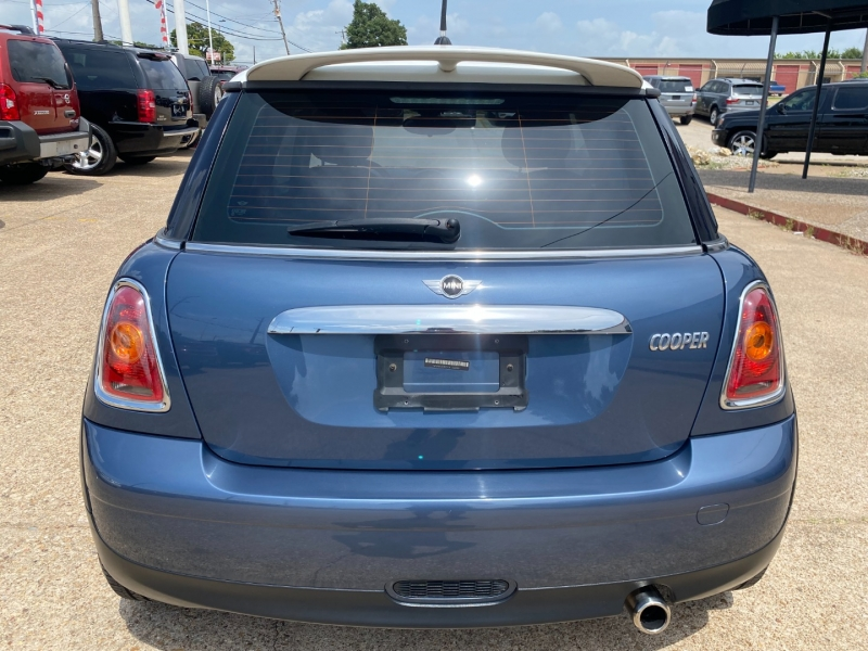 Mini Cooper Hardtop 2010 price $8,395