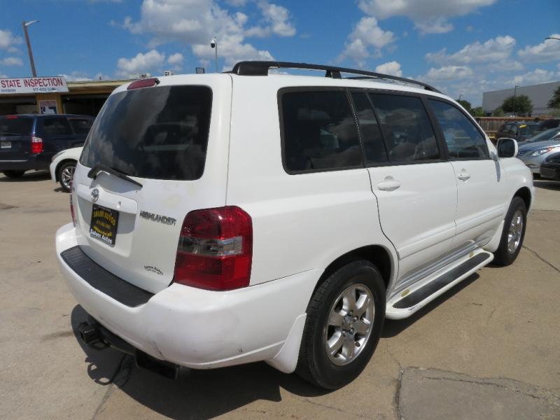 Toyota Highlander 2005 price $4,888