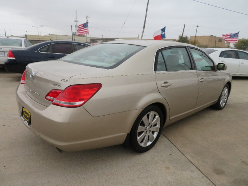 Toyota Avalon 2005 price $4,995