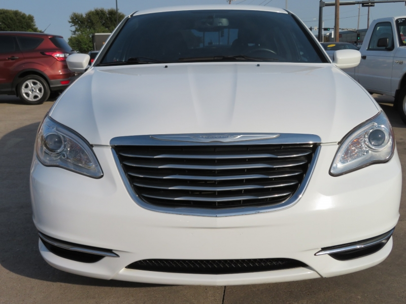 Chrysler 200 2013 price $11,995
