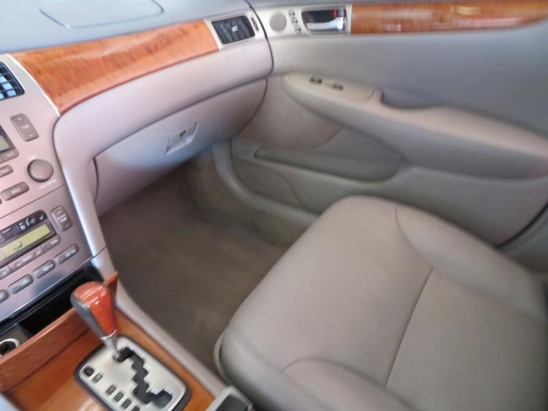 Lexus ES 330 2006 price $6,995