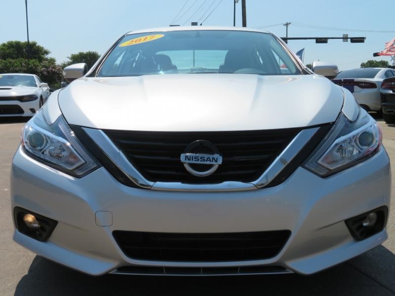 Nissan Altima 2017 price $18,995