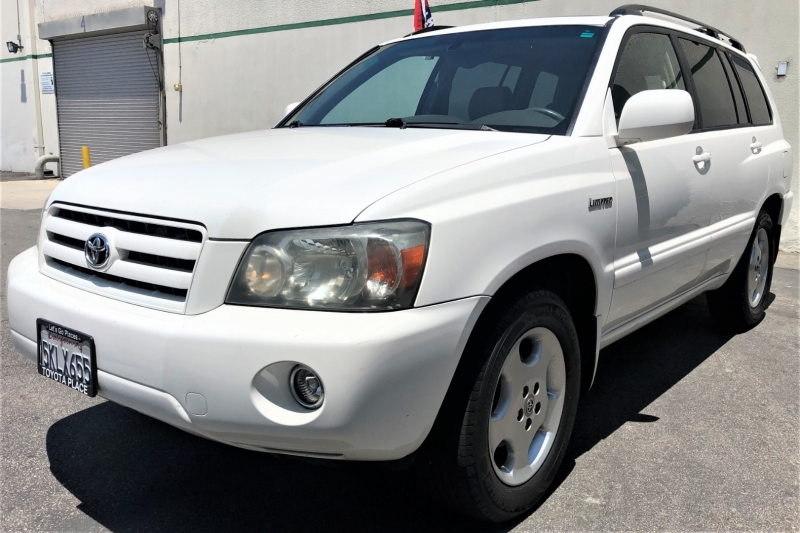 Toyota Highlander 2005 price $8,900
