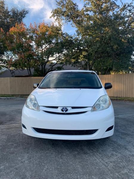 Toyota Sienna 2007 price $4,990