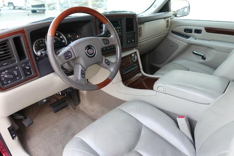 Cadillac Escalade 2004 price $7,850