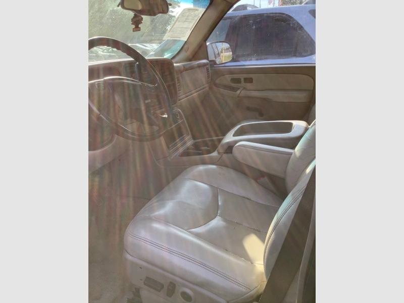 CHEVROLET SUBURBAN 2003 price $825
