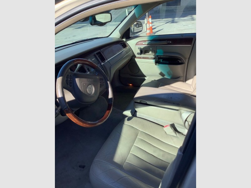 LINCOLN TOWN CAR 2003 price $1,025