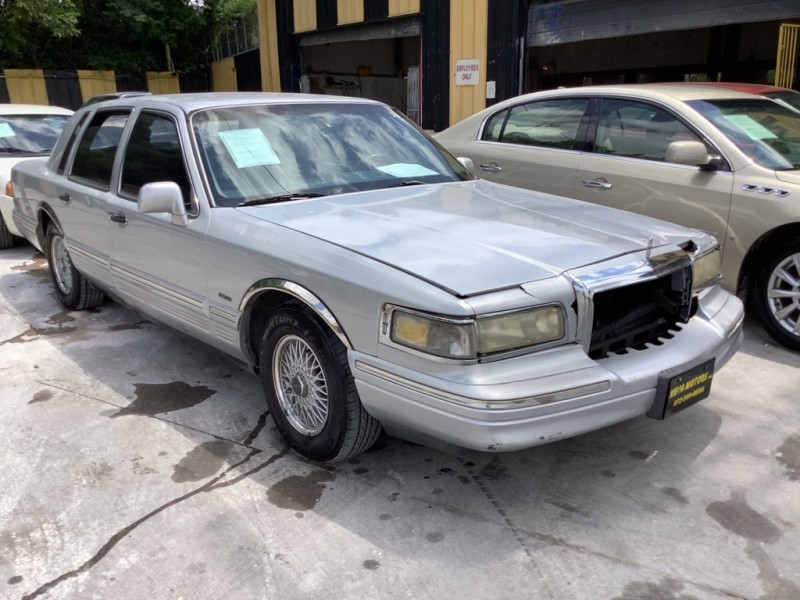LINCOLN TOWN CAR 1995 price $600