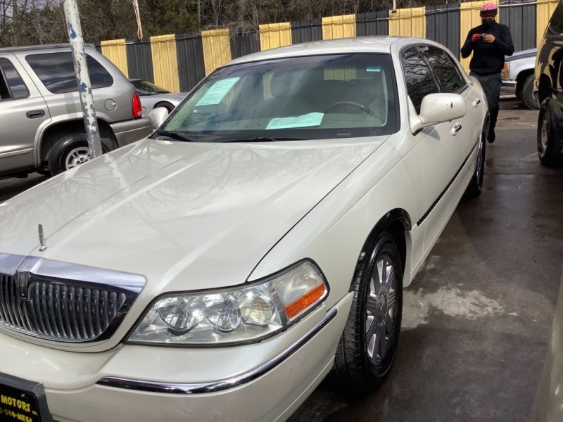 LINCOLN TOWN CAR 2005 price $1,525