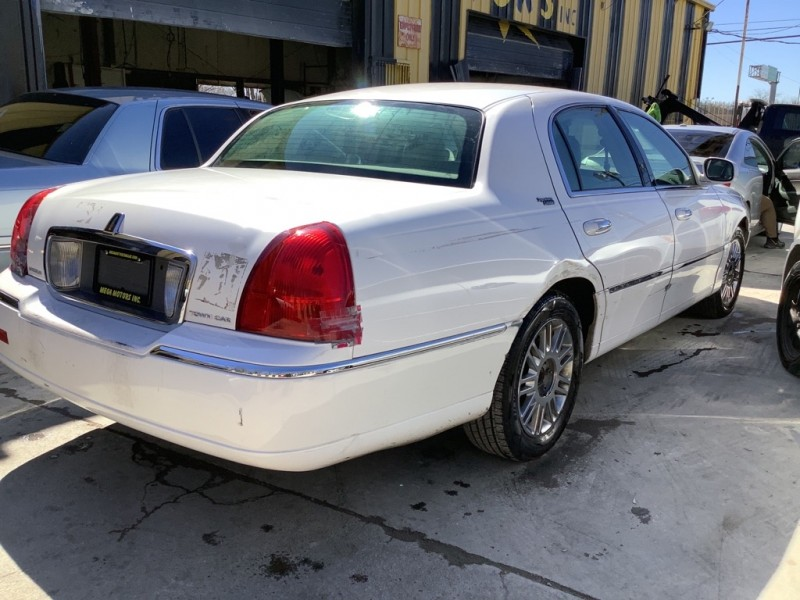 LINCOLN TOWN CAR 2008 price $825