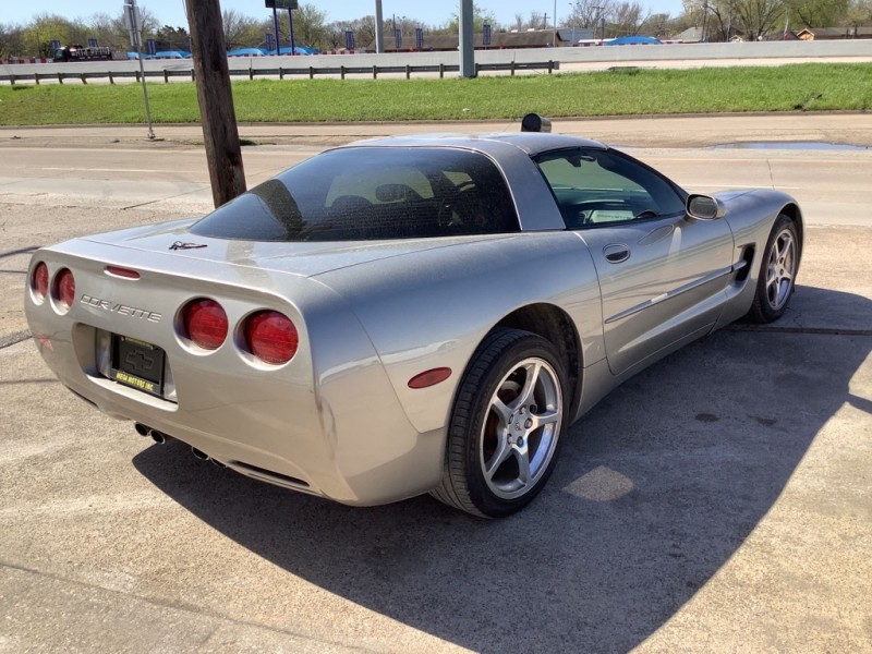 CHEVROLET CORVETTE 2001 price $3,000