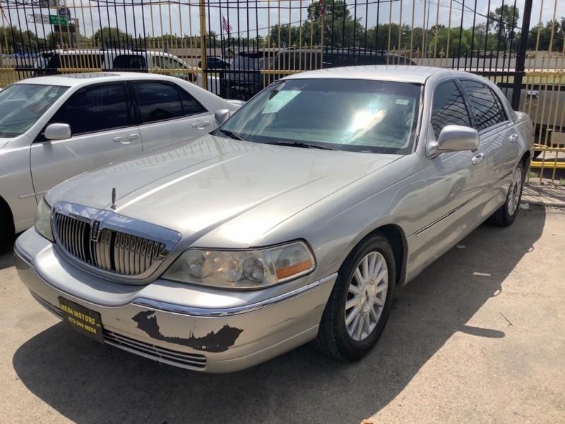 LINCOLN TOWN CAR 2004 price $1,000 Down