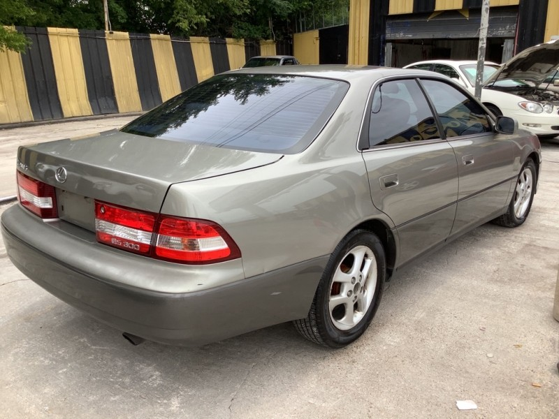 LEXUS ES 2001 price $900