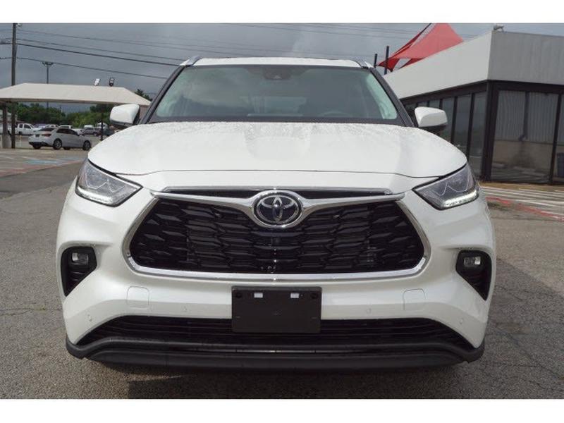 Toyota Highlander 2021 price $49,057