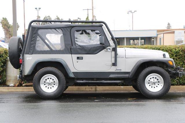 Jeep Wrangler 2000 price $11,989