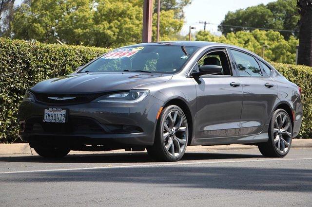 Chrysler 200 2016 price $13,989