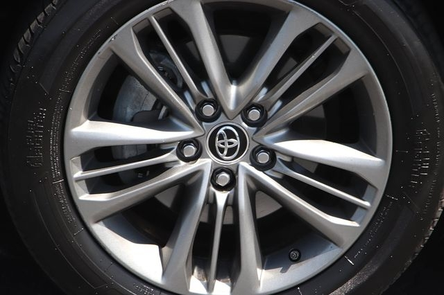 Toyota Camry 2015 price $17,488