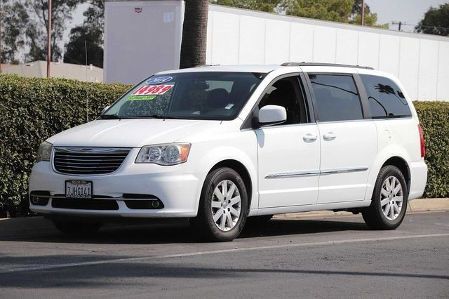 Chrysler Town & Country 2014 price $14,989
