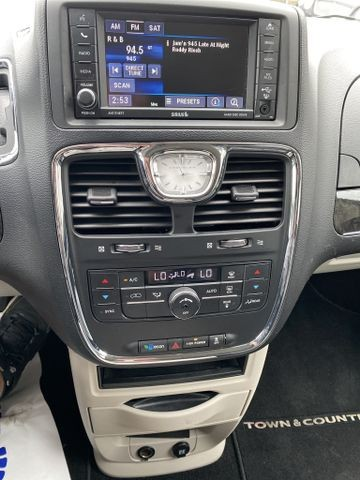 Chrysler Town & Country 2016 price $12,950