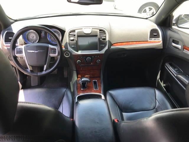 Chrysler 300-Series 2013 price $10,900