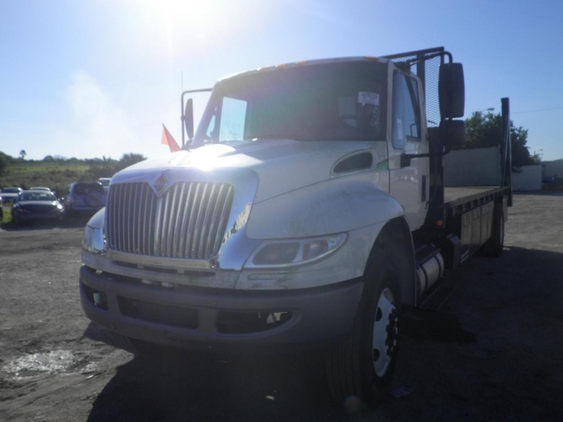 International 4300 SBA 4x2 33000 GvW rail gate 2015 price $35,999