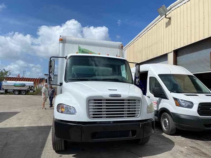 Freightliner LLC dock height 22 ft box truck pre emissions 2007 price $13,999