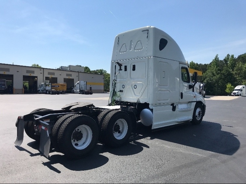 Freightliner Cascadia 125 T/A/DC 72 inch sleeper 2016 price $62,595