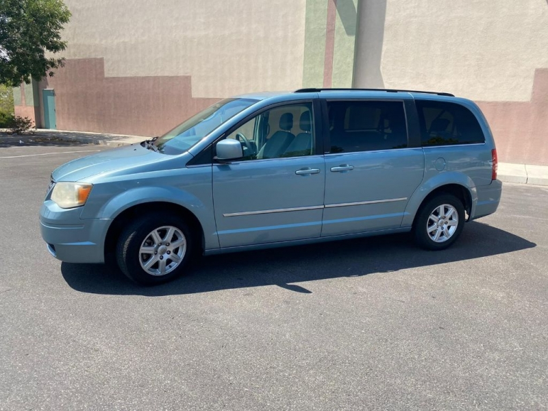 CHRYSLER TOWN & COUNTRY 2010 price $1,200 Down
