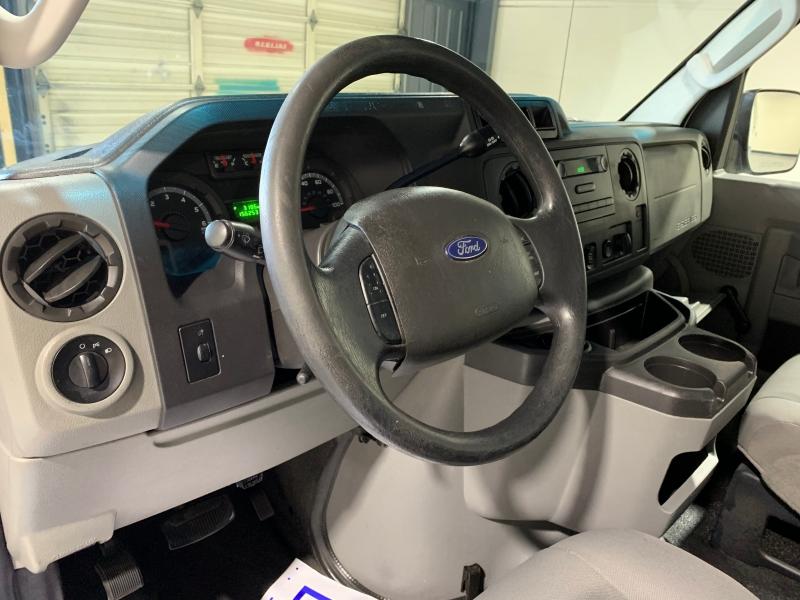 Ford Econoline Wagon 2009 price $9,999